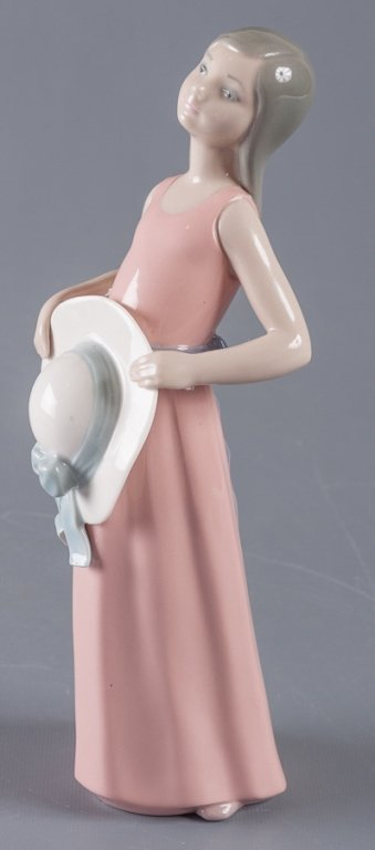 Lladro Dreamer Girl w/ Straw Hat Figure - 4