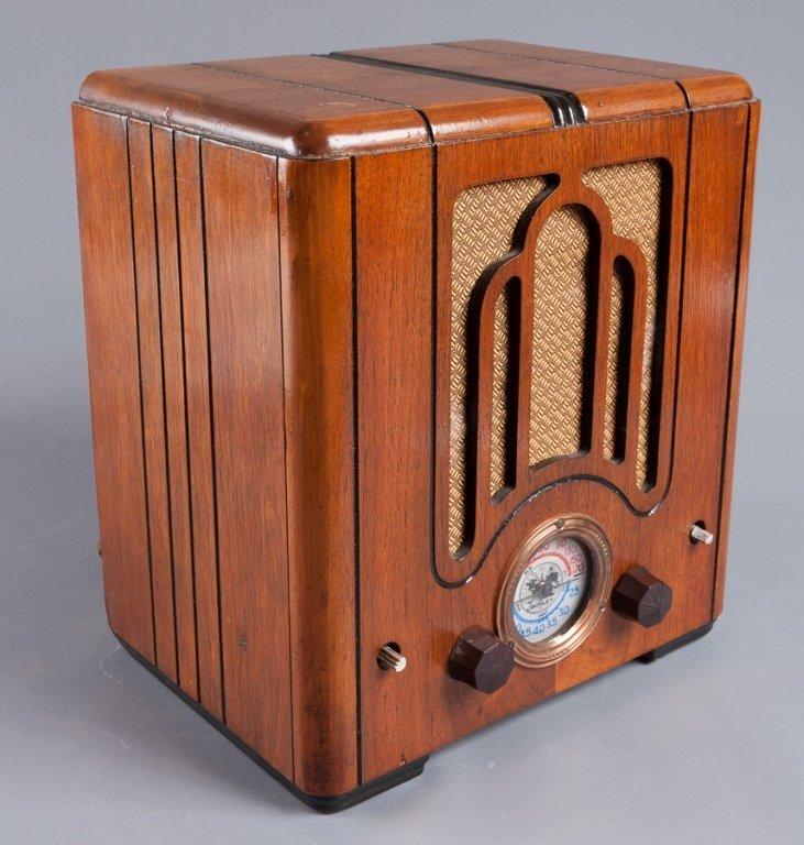 1930s Crosley Model 555 Tombstone Radio