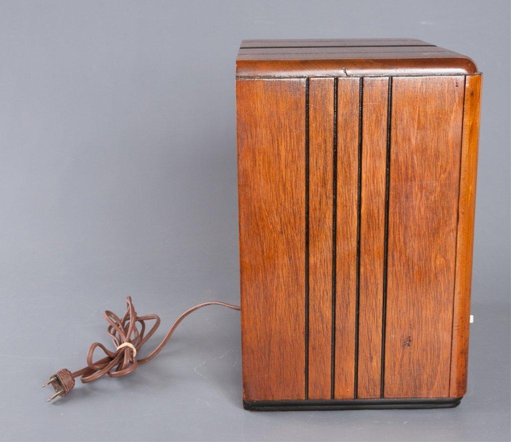 1930s Crosley Model 555 Tombstone Radio - 9