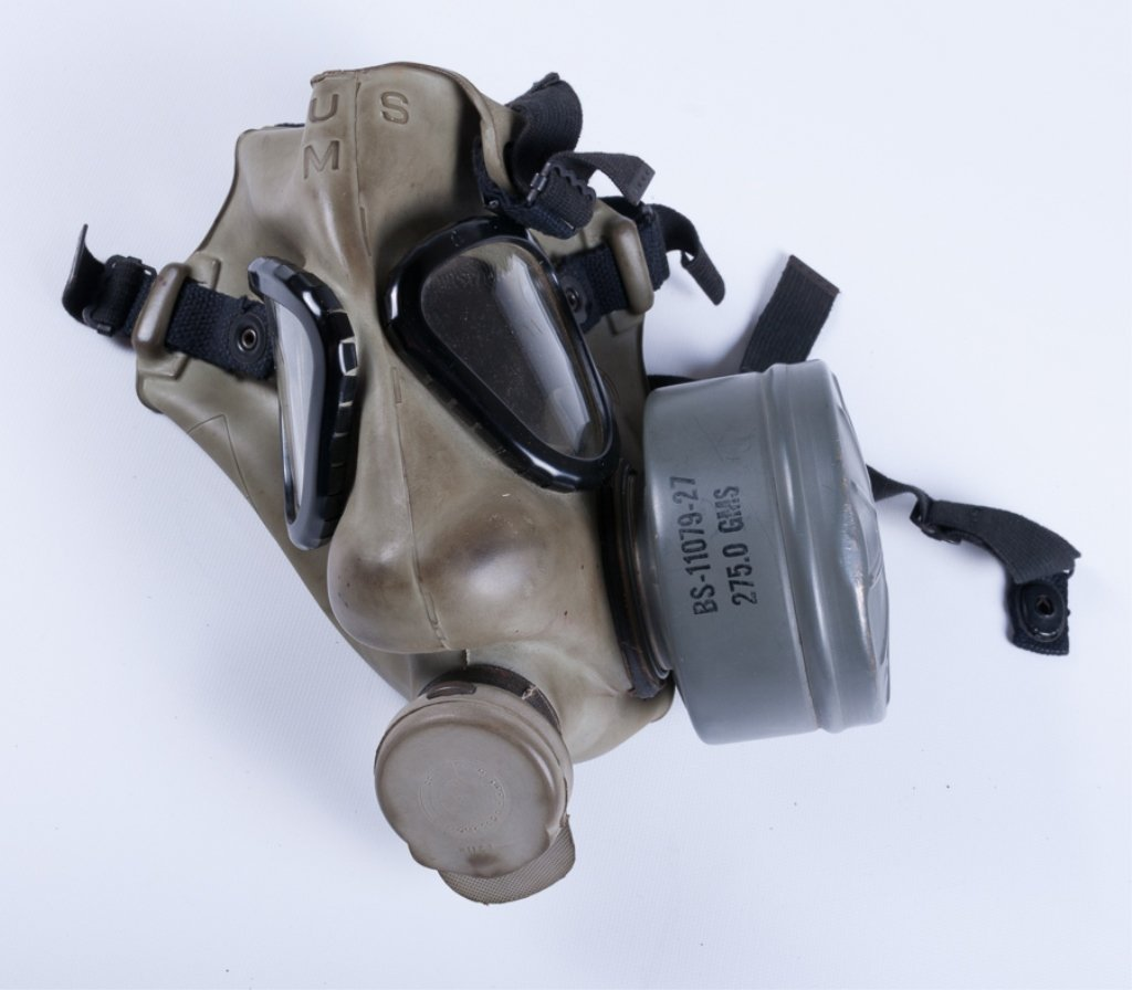 WWII Field Protection Gas Mask w/ Carrier - 2