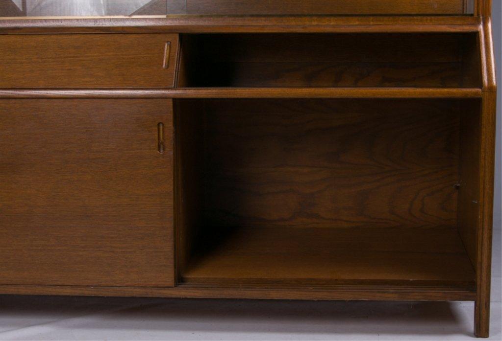 Romweber Oak China Cabinet - 3