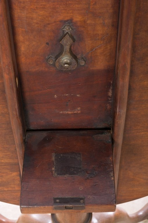 Tilt Top Tea Table, Walnut,  Circa 1700s - 2
