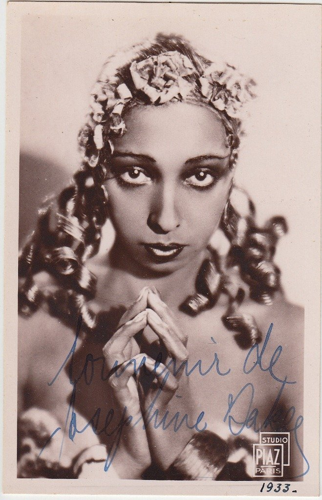 Joséphine BAKER  Afro-american singer, dancer and lead