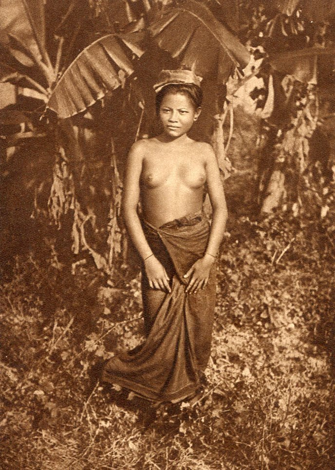(Nude) Photographer Unknown - Lao (Siam) Woman