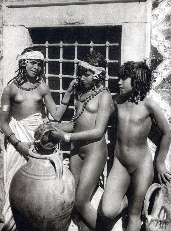 Arab Tribes Nude 100