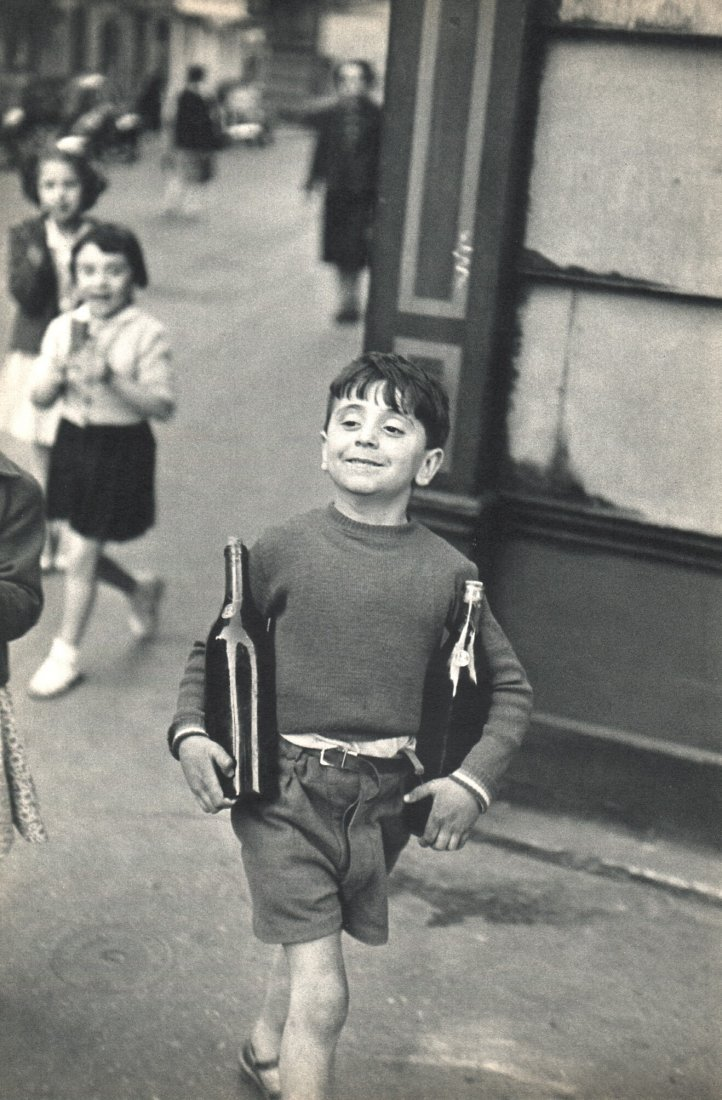 Cartier-Bresson - Sunday - rue Mouffetard, Paris