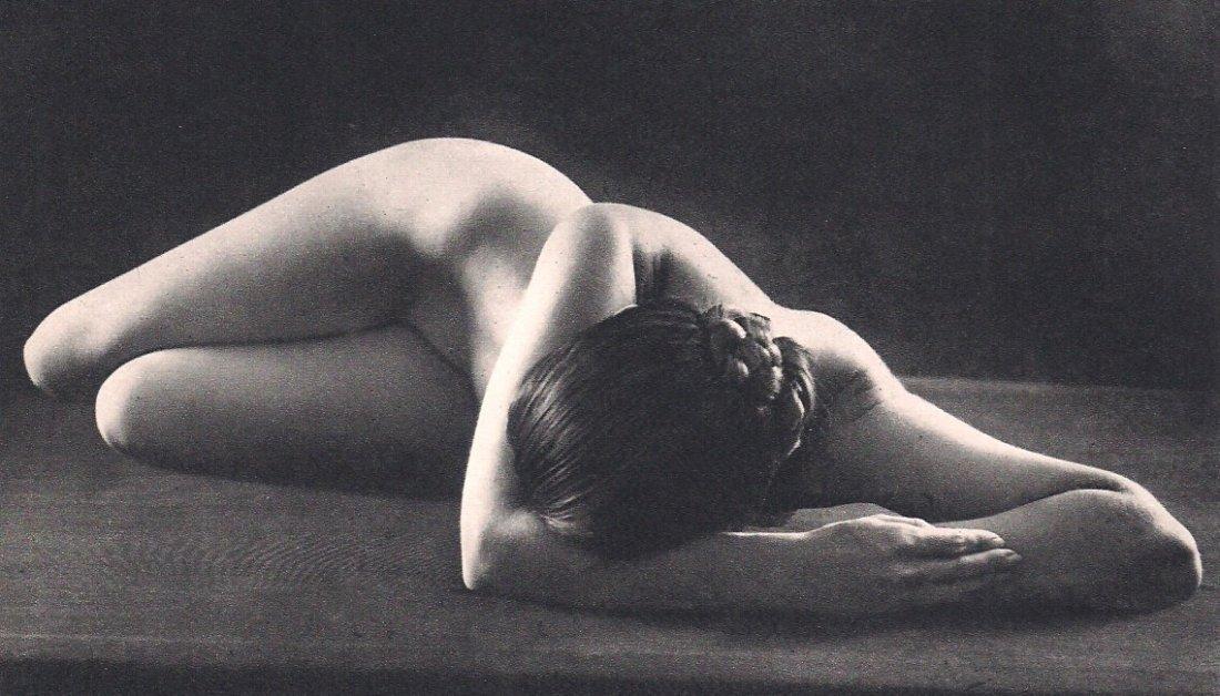 Bernhard, Ruth - Nude, Repose