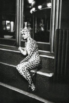 Boubat, Edouard - Leopard , Folies-bergere, 1962