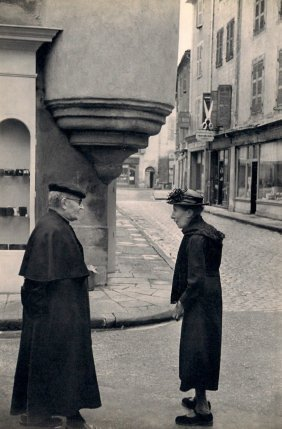 Cartier-bresson - Small Town In Central France