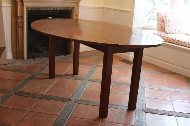 AMERICAN STYLE DROP LEAF TABLE