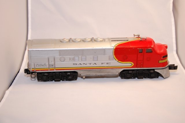 Lionel Santa Fe A and B units Red and Silver