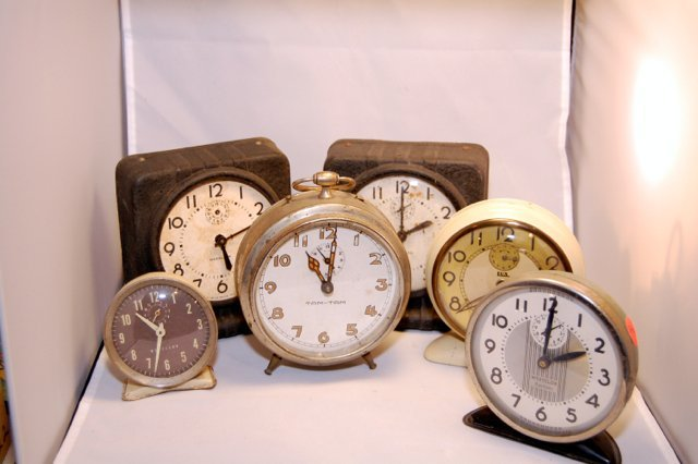 Mixed Lot of Vintage Non-Working clocks