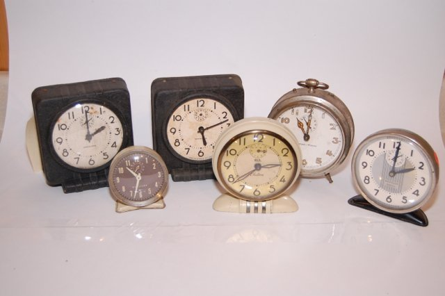 Lot of vintage clocks Westclox Waralarm Included