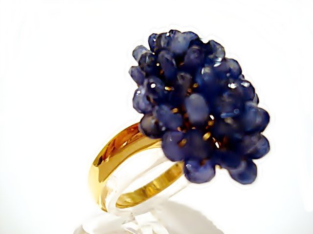 AN 18CT GOLD RING AND SAPPHIRES