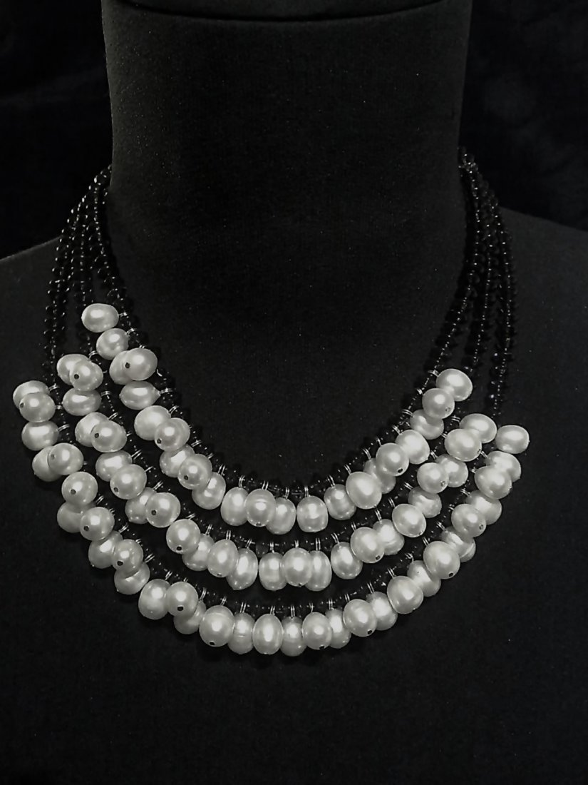 NECKLACE THREE STRANDS WITH PEARLS AND SMOKED QUARTZ