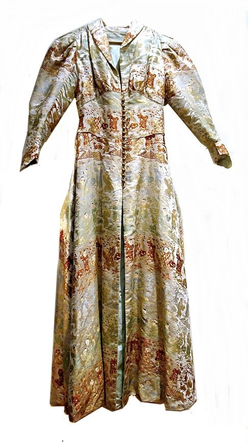 Chinese Qing silk robe, embroidered hundred children