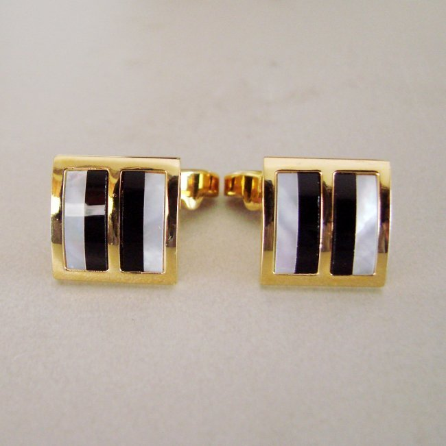 Men Cufflink with Mabe Pearl /Onyx 18k Y/g Overlay
