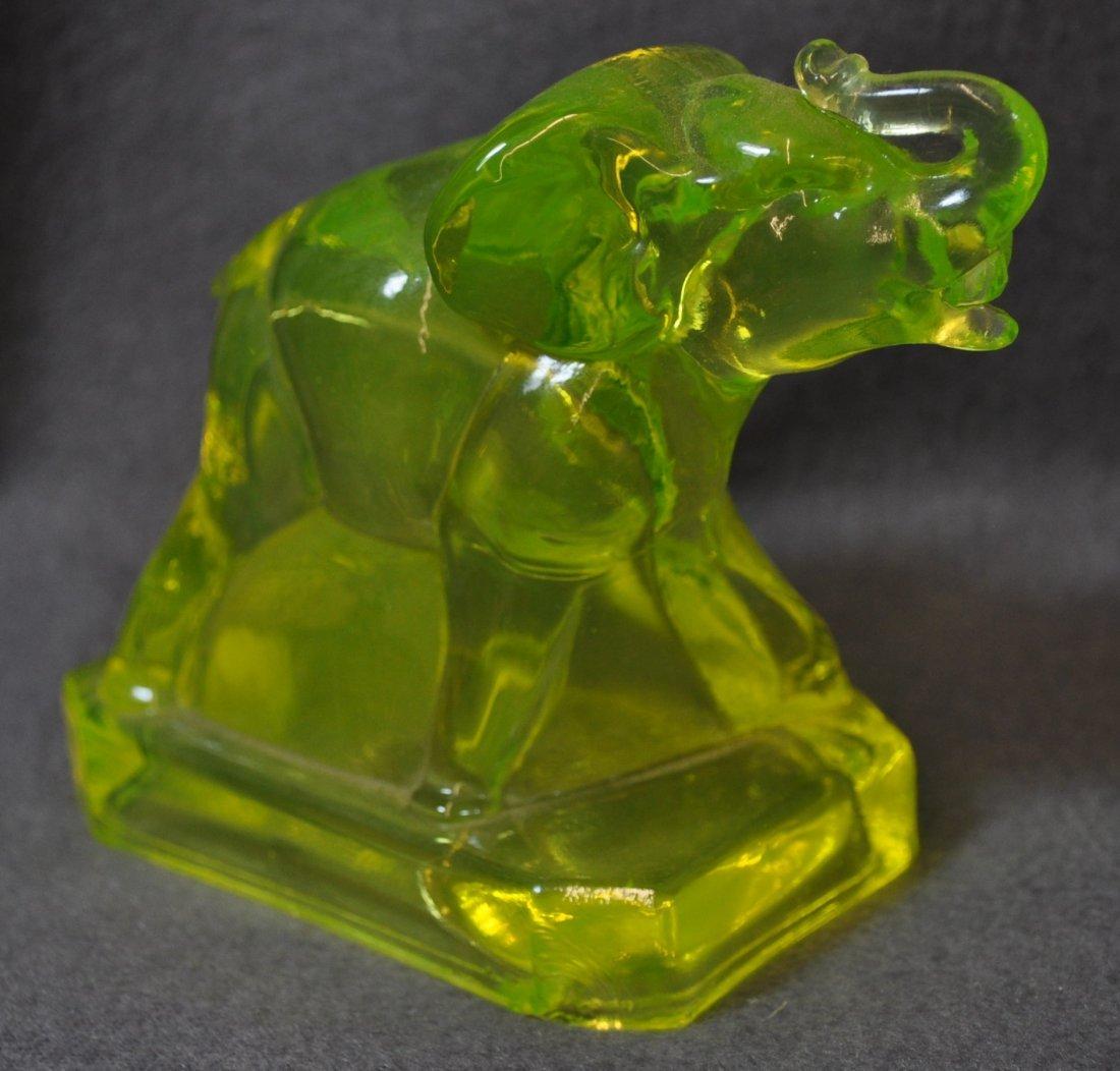1980s BOYD ART GLASS VASELINE  ZACK THE ELEPHANT XV - 2