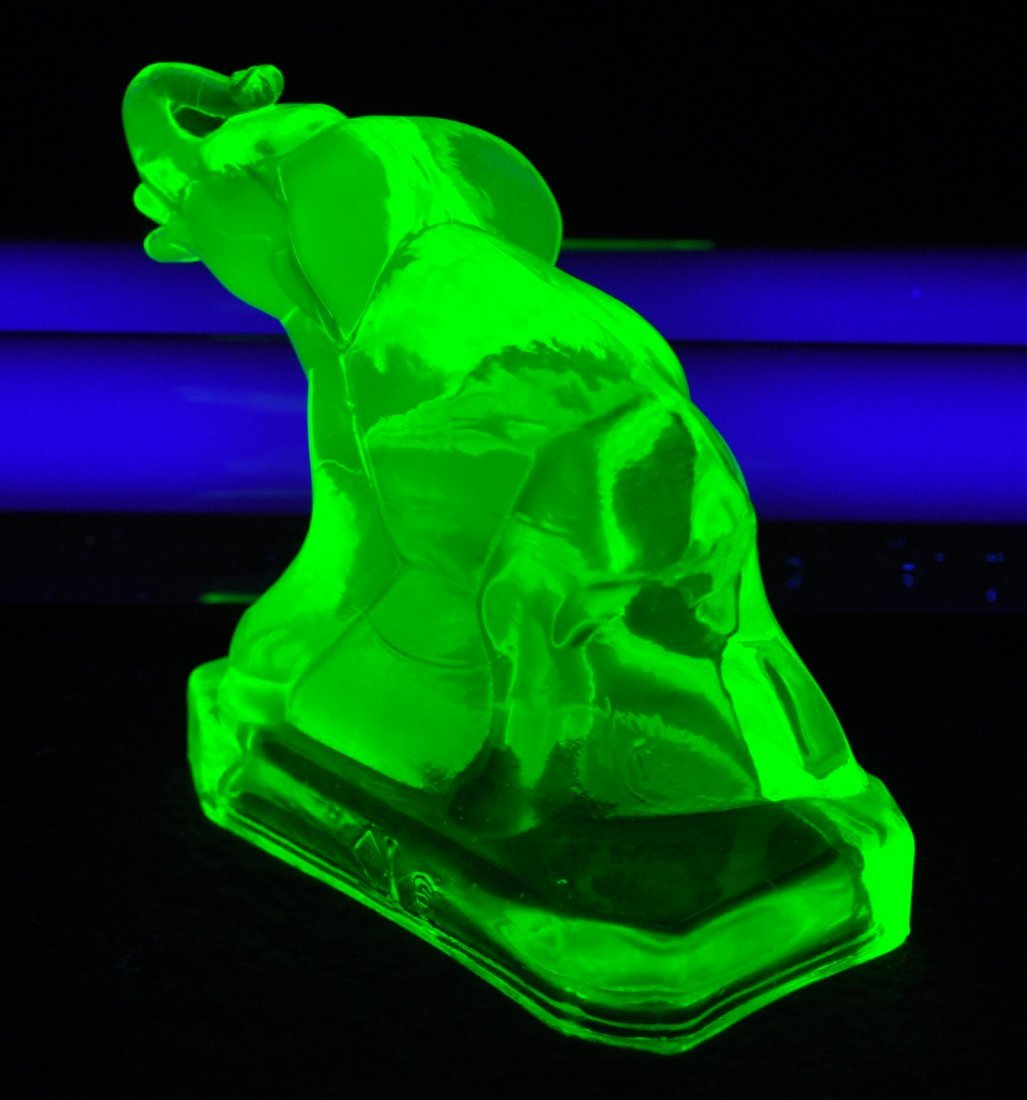 1980s BOYD ART GLASS VASELINE  ZACK THE ELEPHANT XV - 7