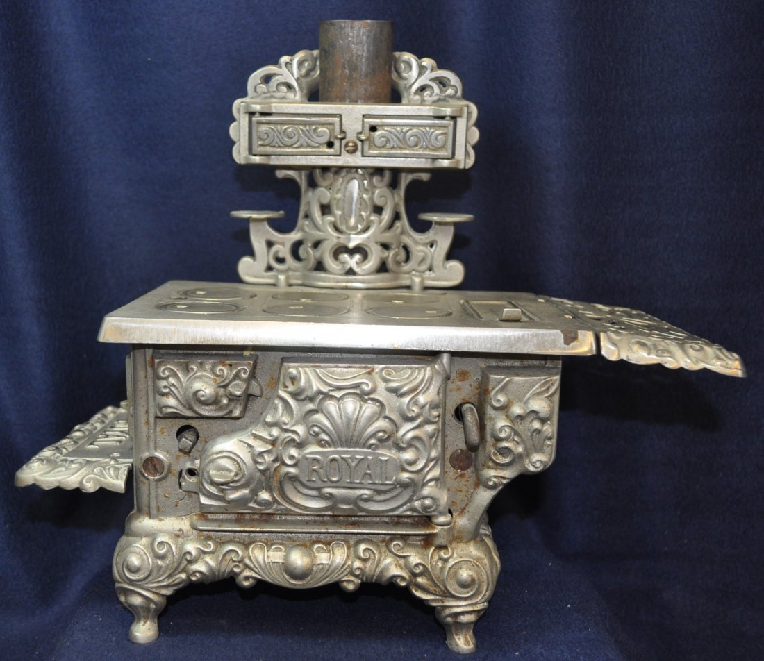 ANTIQUE CAST IRON TOY SILVER ROYAL WOOD STOVE
