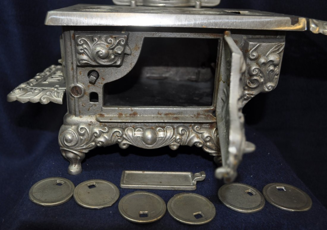 ANTIQUE CAST IRON TOY SILVER ROYAL WOOD STOVE - 4