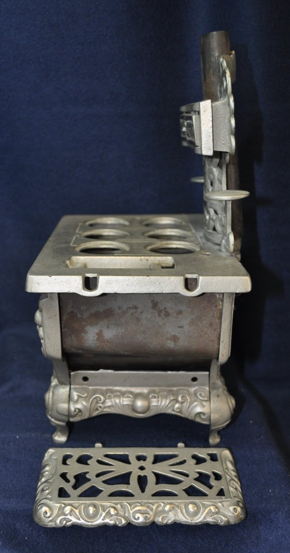 ANTIQUE CAST IRON TOY SILVER ROYAL WOOD STOVE - 5