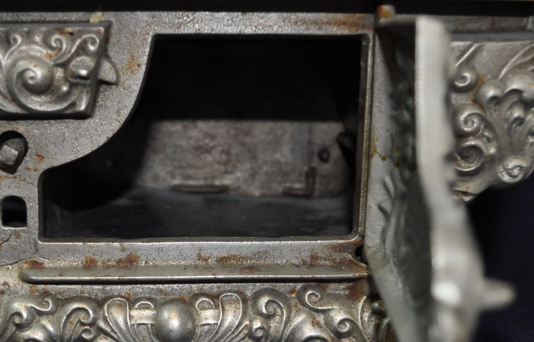 ANTIQUE CAST IRON TOY SILVER ROYAL WOOD STOVE - 9