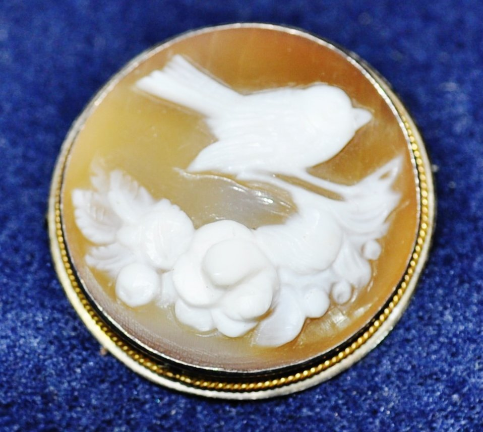 VINTAGE BIRD & FLOWERS SHELL CAMEO STERLING SILVER PIN