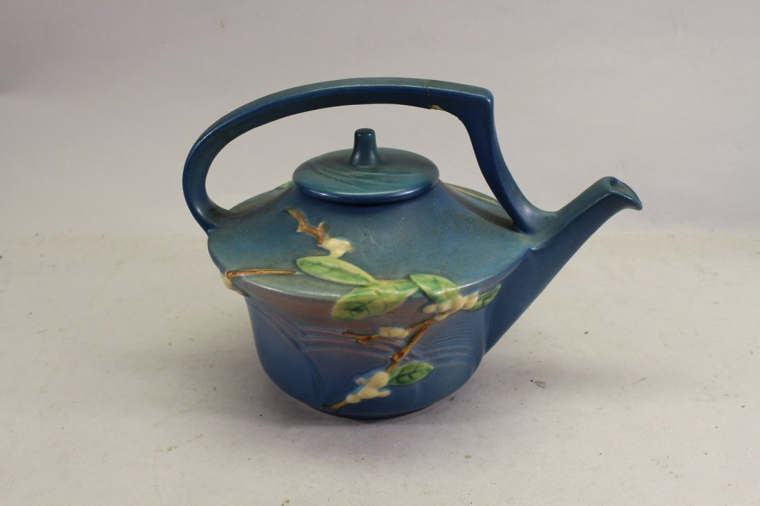 Roseville Snowberry Pattern Tea Pot