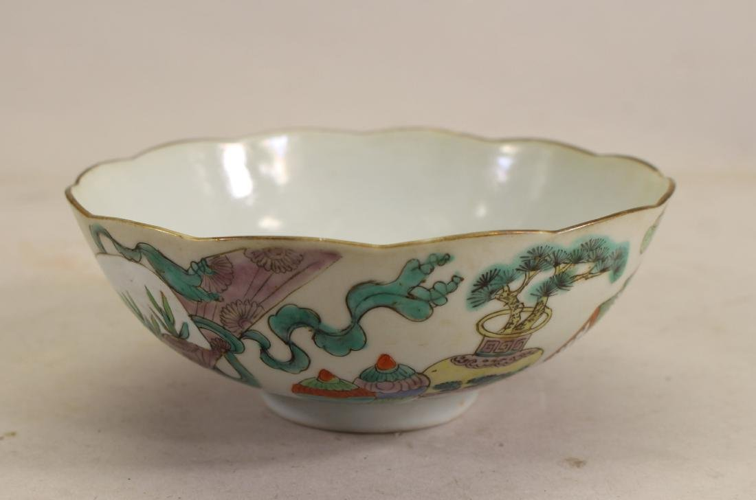 Chinese Famille Rose 'Hundred Antiques' Bowl