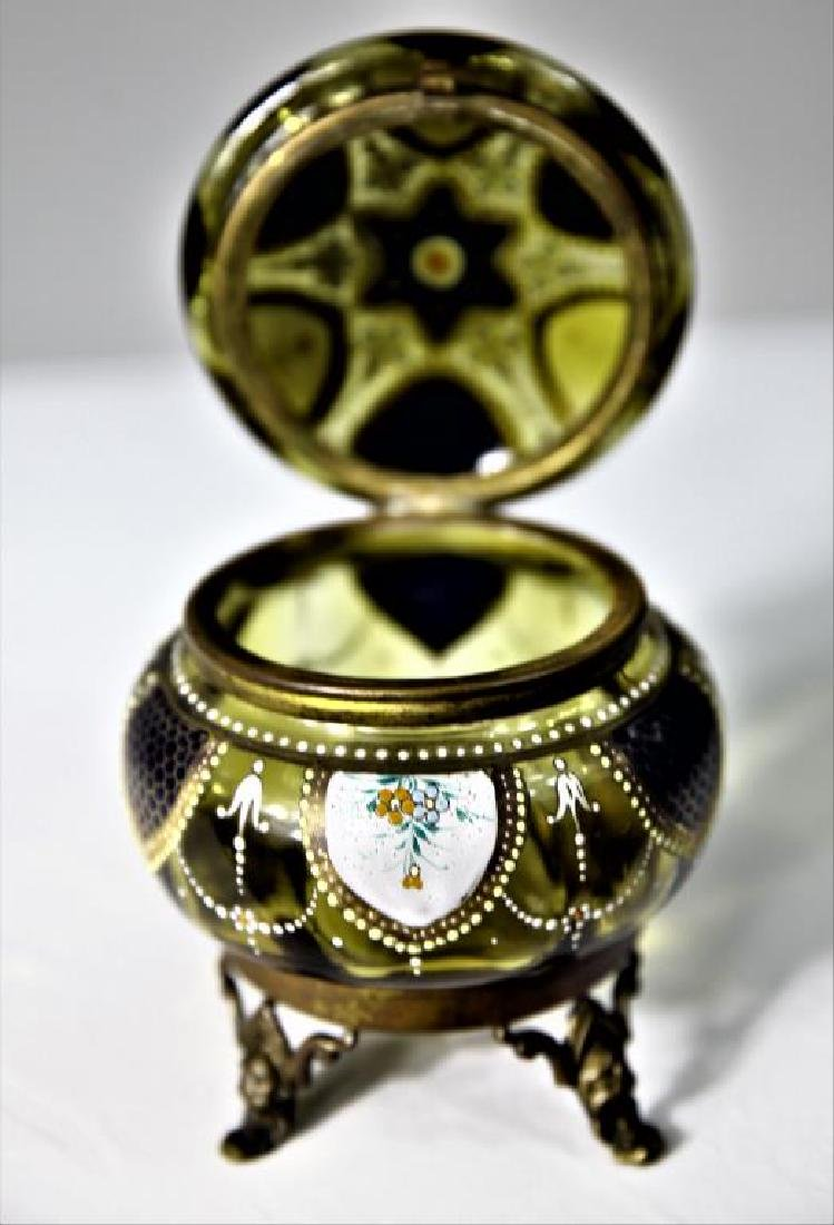 (1) Amber glass box, enameled floral decoration - 3