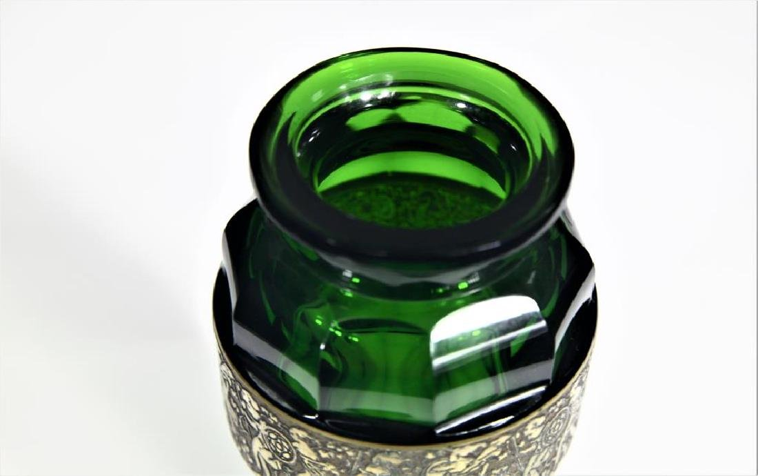(1) Tapered emerald green vase - 2