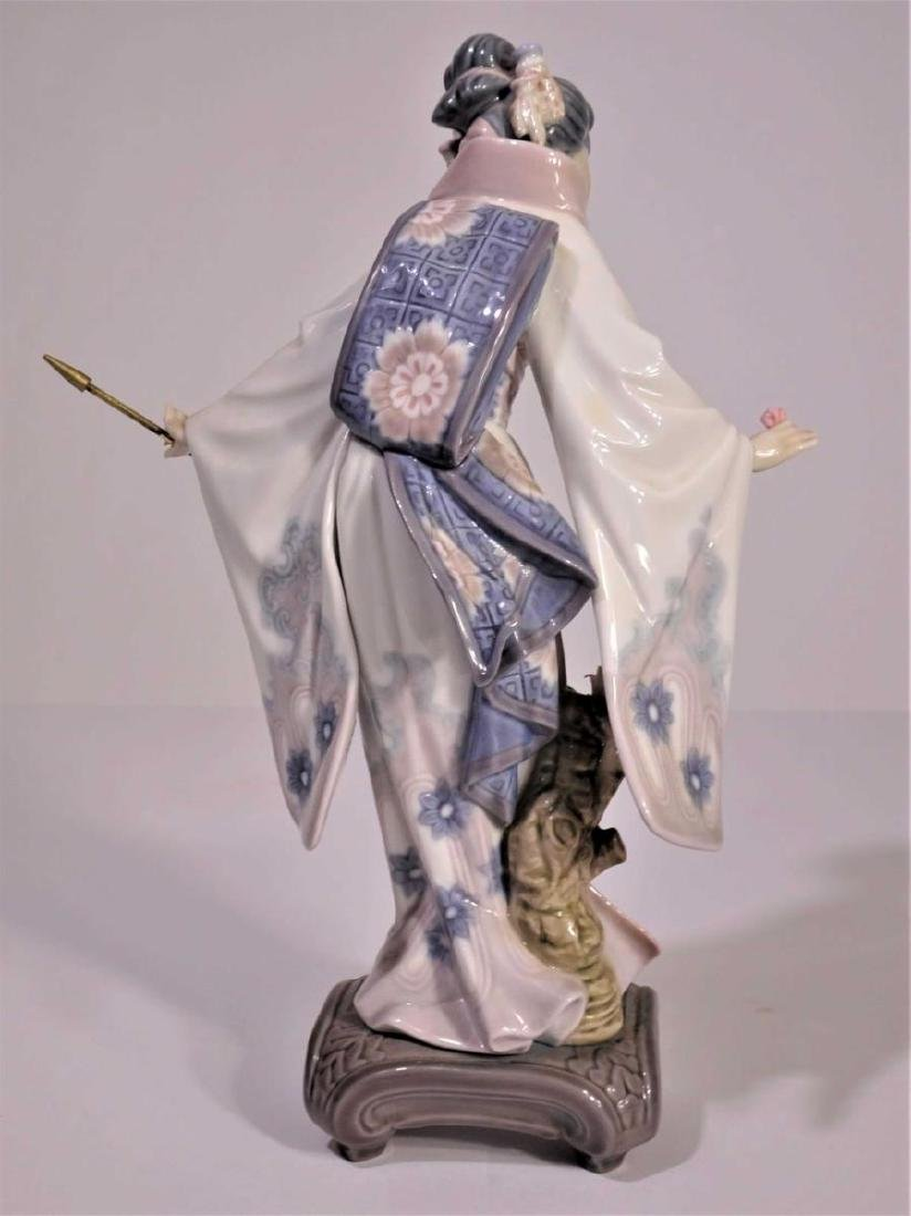 Lladro'Japanese Girl with Umbrella' Figure - 3