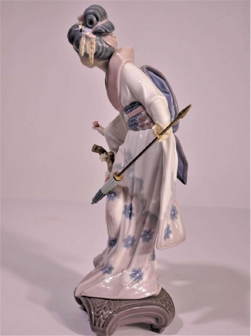 Lladro'Japanese Girl with Umbrella' Figure - 4