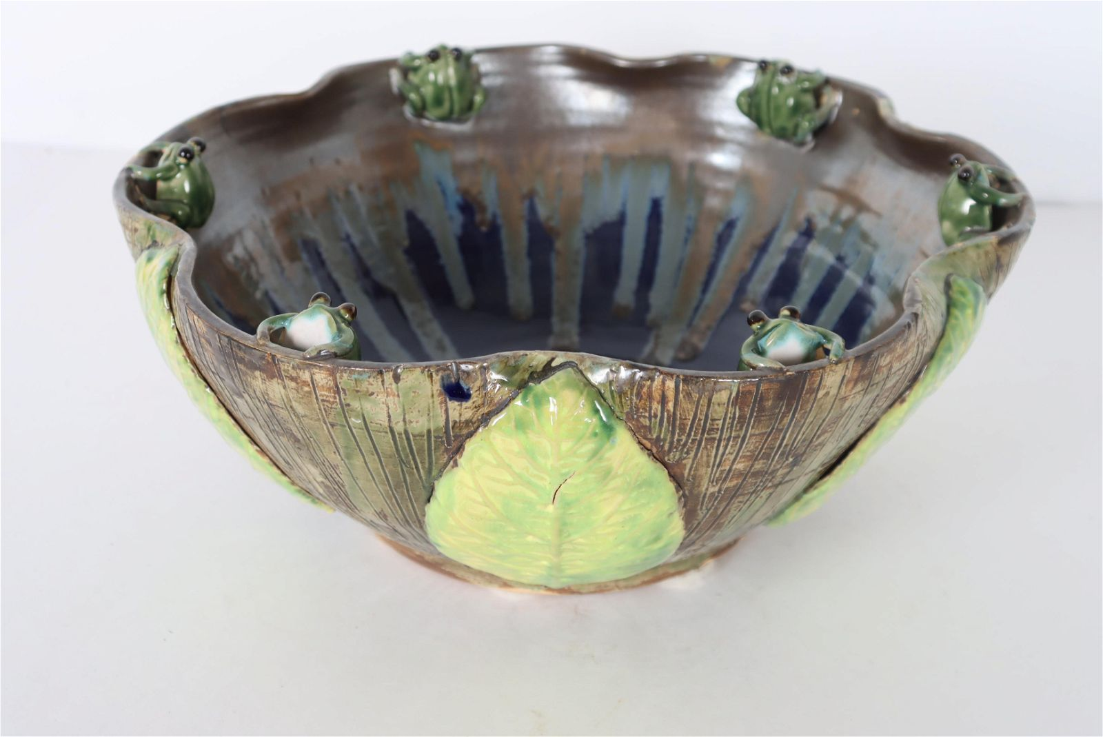 Art Pottery Bowl, Lily Pad w Frogs