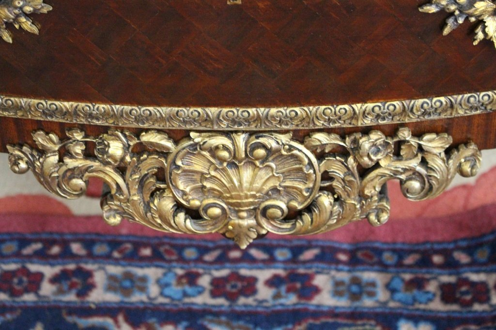 Important Louis XV Style Bronze Mounted Commode - 6