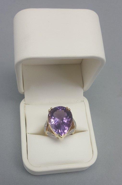 14K Gold Ring w/ Purple Stone