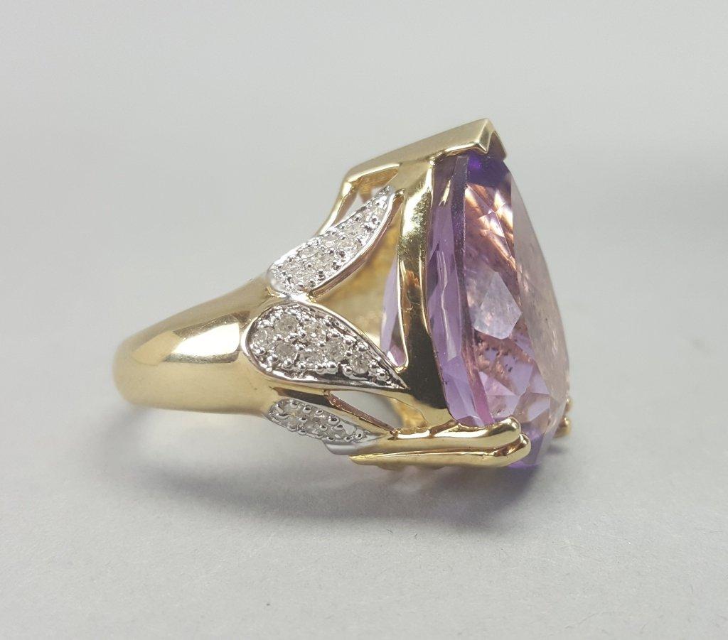 14K Gold Ring w/ Purple Stone - 5