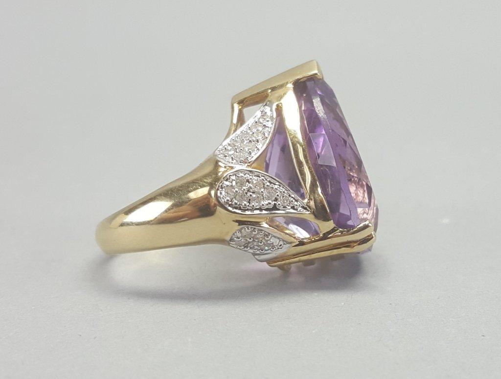 14K Gold Ring w/ Purple Stone - 7