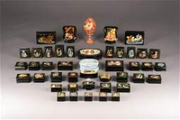 A COLLECTION OF 43 PAPIERMACHÉ AND LACQUER BOXES AND AN