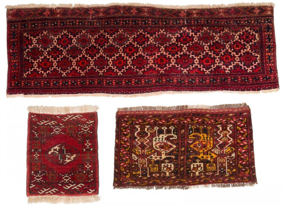DREI TEPPICHE A) ERSARI Afghanistan, um 1900. 130 x 43