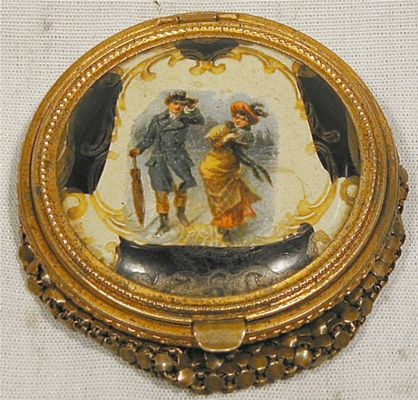 """1004: Victorian Mesh Powder Compact, 2 1/2"""" Dia., Exce"""