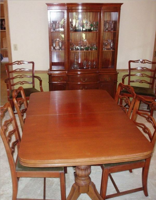 2010: Mahogany Morganton Dinning Room Set ( Including T