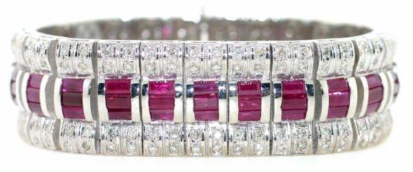 4019: 33ct Diamond & Ruby Bracelet in 18kt WG