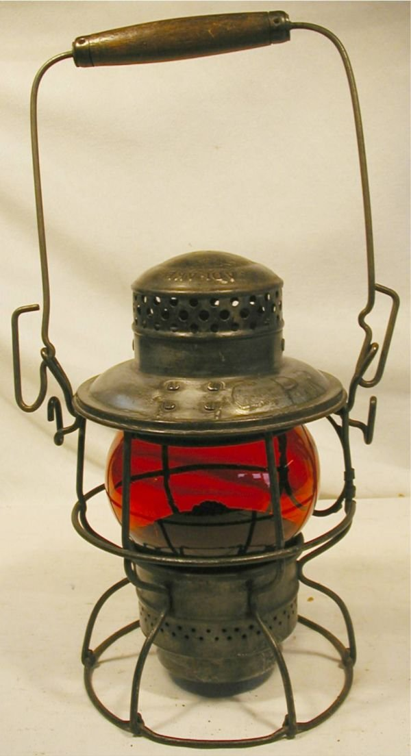 1002: Adalake Kero 445 Red Globe Railroad Kerosene Lant