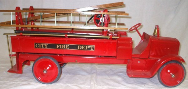 3015: Steelcraft 1920's Hose and Ladder Truck