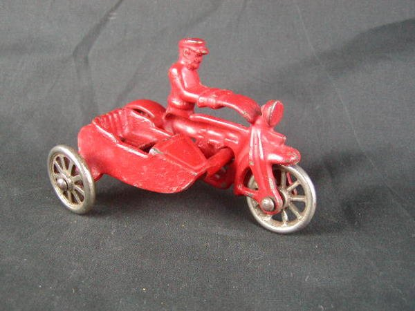 "3020: Hubley 4"" Cop Motorcycle with Sidecar nickel whee"