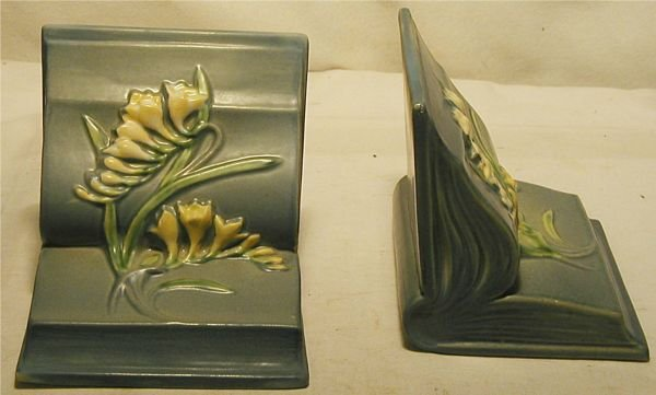 3009: Roseville Blue Freesia Book Ends, #15, Excellent