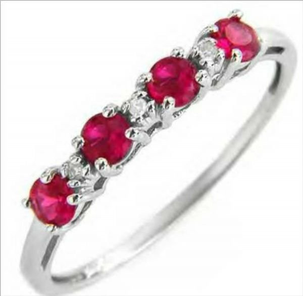 3015B: Attractive Ring With Diamonds and Genuine Rubies