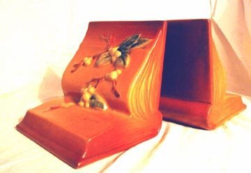 2001: Roseville IBE Snowberry Bookends (Pr.)